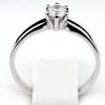 Pierścionek zaręczynowy z brylantem z białego złota P0208BB
