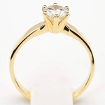 Pierścionek zaręczynowy z diamentem z żółtego złota P0212ZB