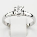 Pierścionek zaręczynowy z brylantem z białego złota P5128BB