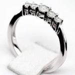 Pierścionek zaręczynowy z diamentami z białego złota P0535BB