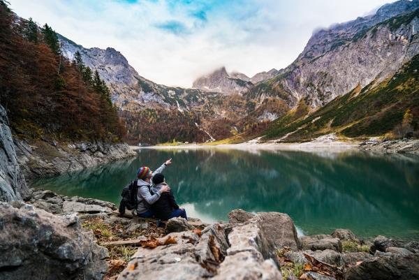 Zakochana para w górach