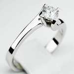 Pierścionek zaręczynowy z brylantem z białego złota P0079BB
